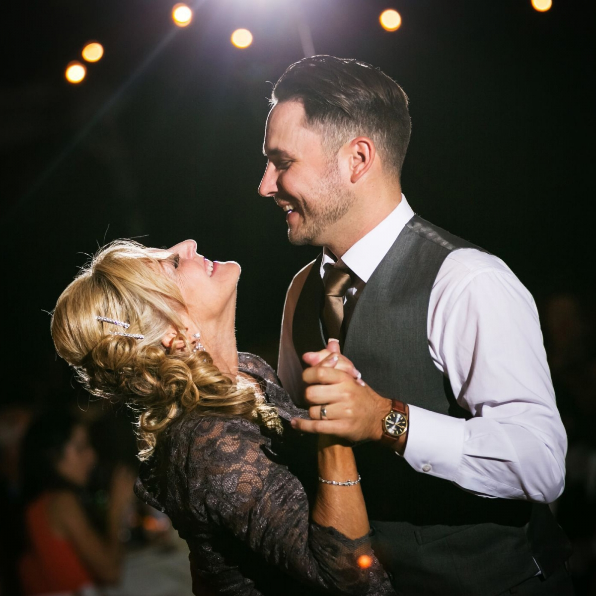 Музыка на свадьбу: танцы жениха и невесты с родителями