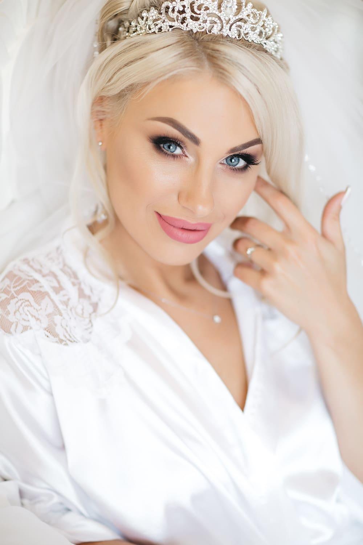 37ba3a8ecde81f Як знайти хорошого весільного візажиста - Hot Wedding Blog