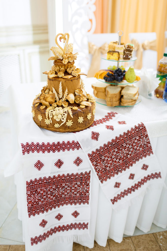 3a756ce9196fce Свадебный каравай: декор и символы - Hot Wedding Blog